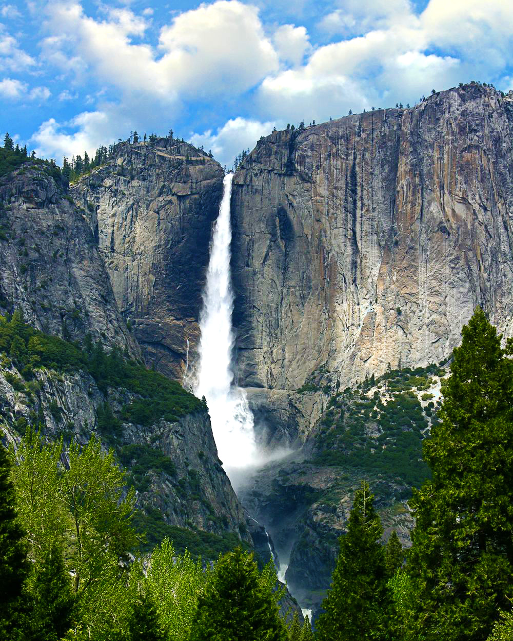 Yosemite-Falls-in-USA---most-amazing-waterfalls