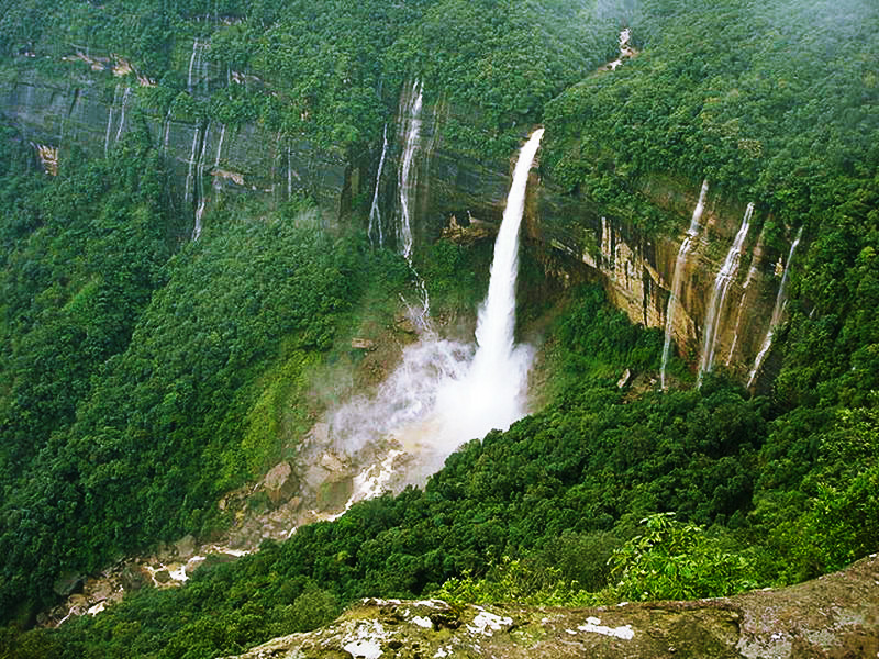 Nohkalikai-Falls-in-India---most-amazing-waterfalls
